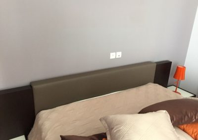 Home staging habillage vinyle tête de lit existante