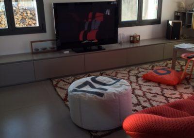 Ploum et meuble tv book look