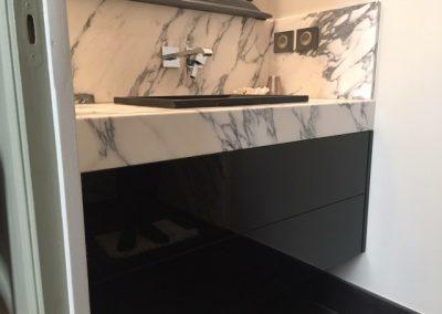 Meuble salle de bain verre laqué et marbre