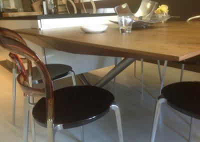 Table noyer en forme avec tiroir