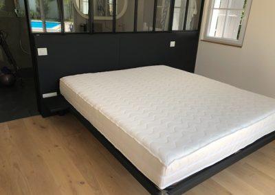 Habillage soubassement cuir collé et cadre de lit gainé cuir