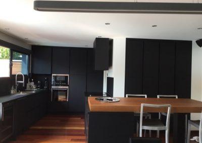 cuisine stratifié fénix noir et chêne teinté