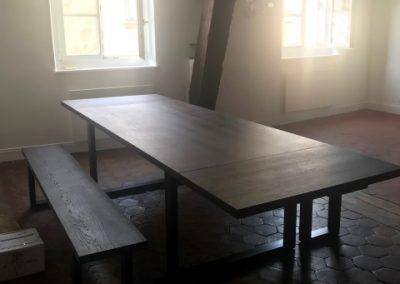 Table et bancs de ferme sur mesure revisités bois et acier