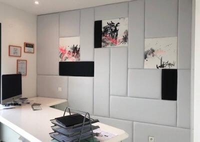 Bureau et mur acoustique panneauté sur mesure
