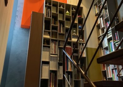 Bibliothèque avec décor panneauté
